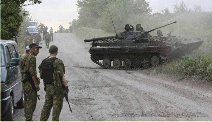 Soldiers-and-tank-in-Eastern-Ukraine