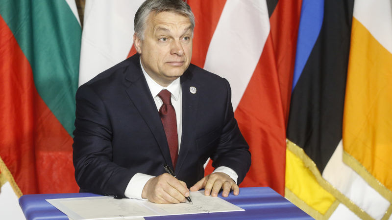 Orban-signs-the-Rome-declaration-800x450
