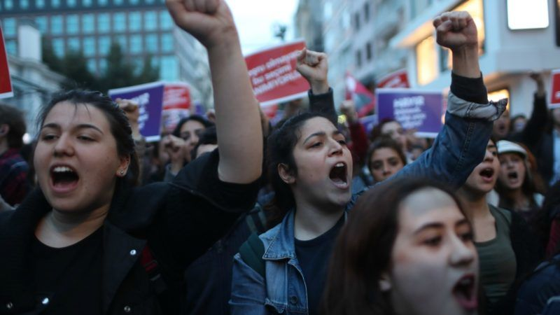 Turkish-women-protest-the-referendum-fraud-800x450