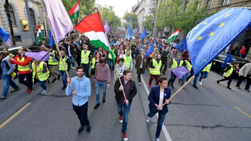 Pro-EU-Hungarians-rally-against-Russia-influence-800x450