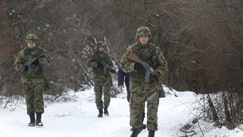 Serbian-and-Austrian-police-patrol-near-Bulgaria-border-800x450