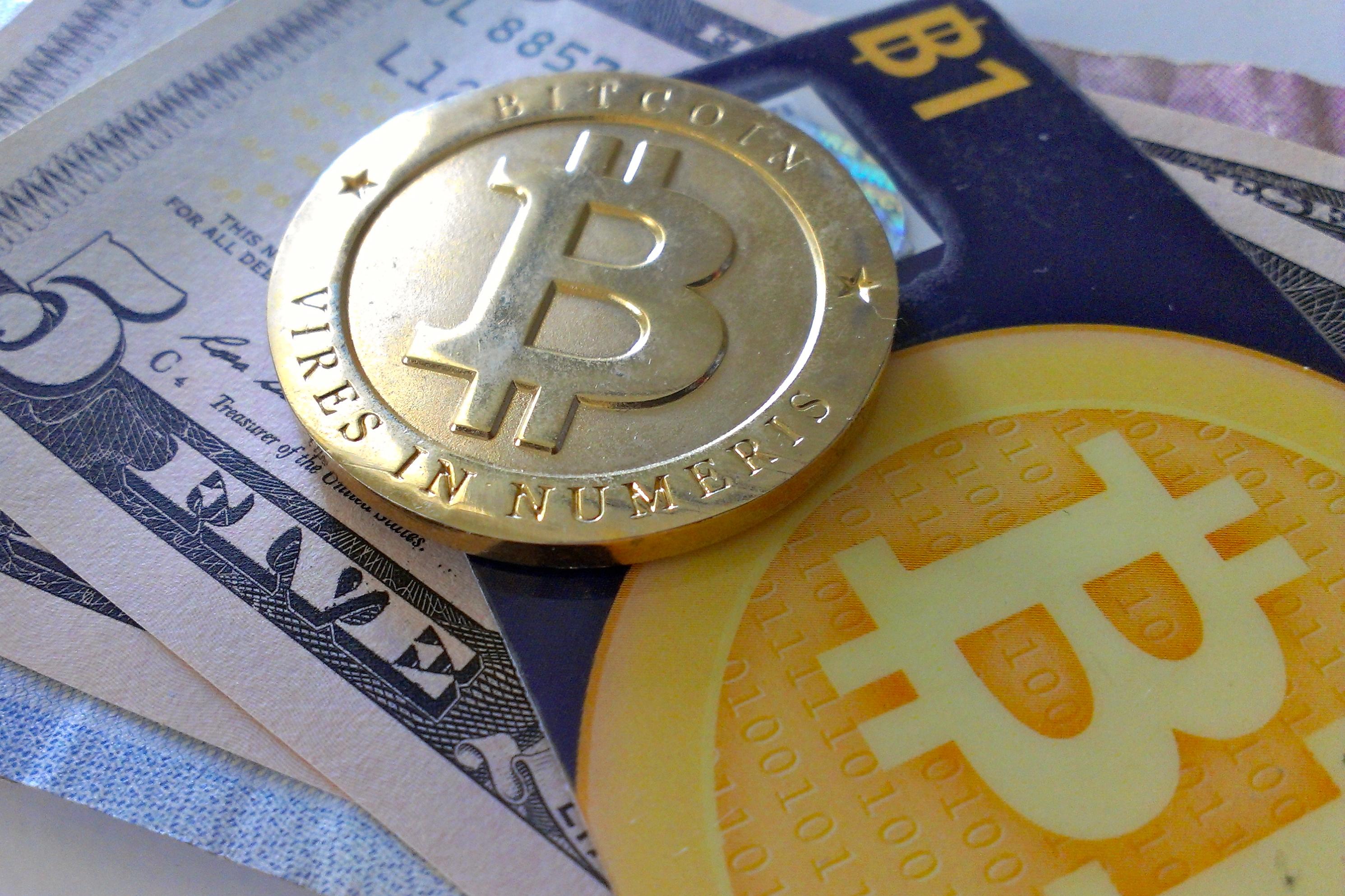 bitcoin kryptomena pranie spinavych penazi
