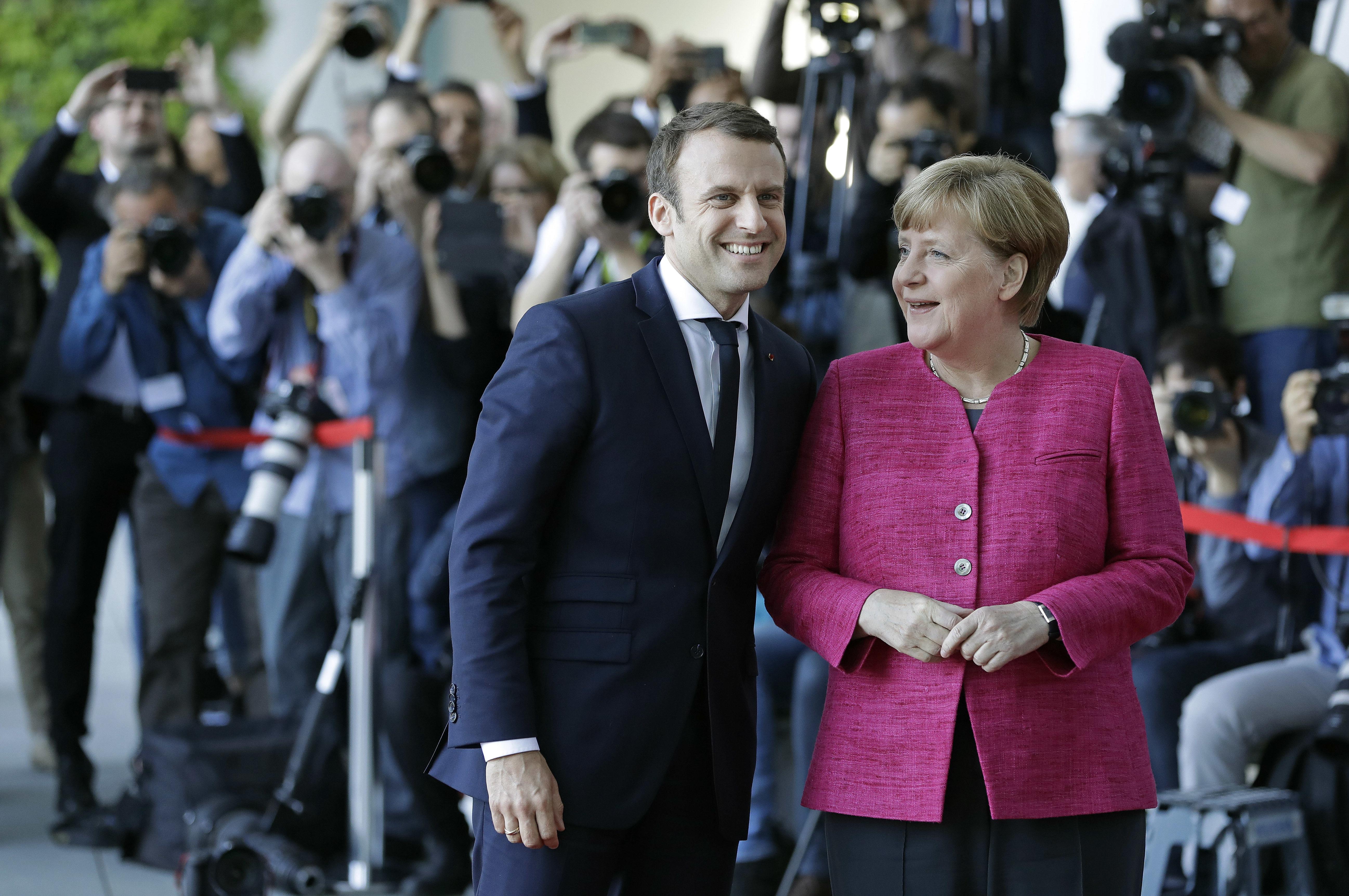Macron, Merkelová