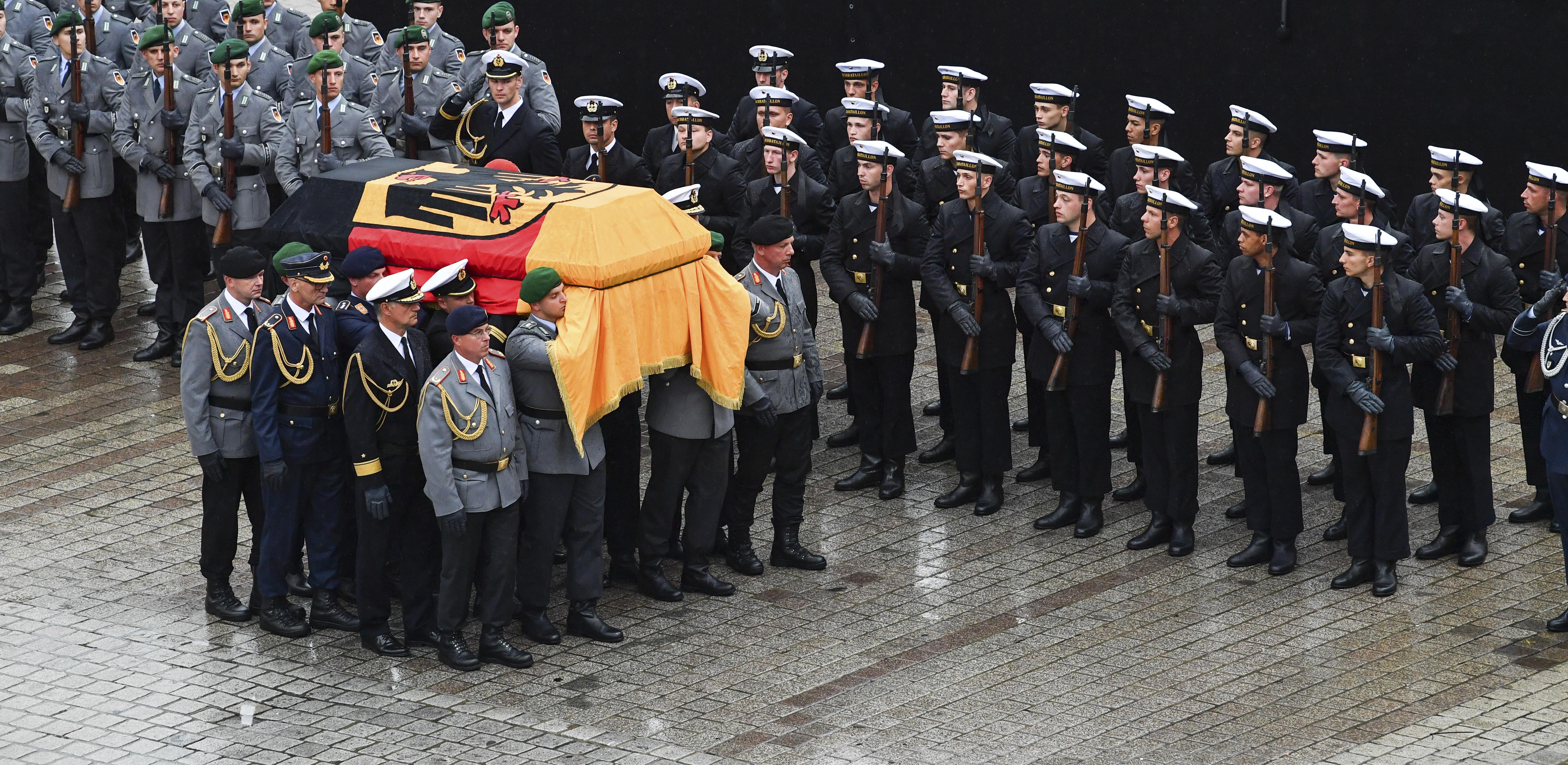 truhla rakva bývalý nemecký kancelár Helmut Kohl