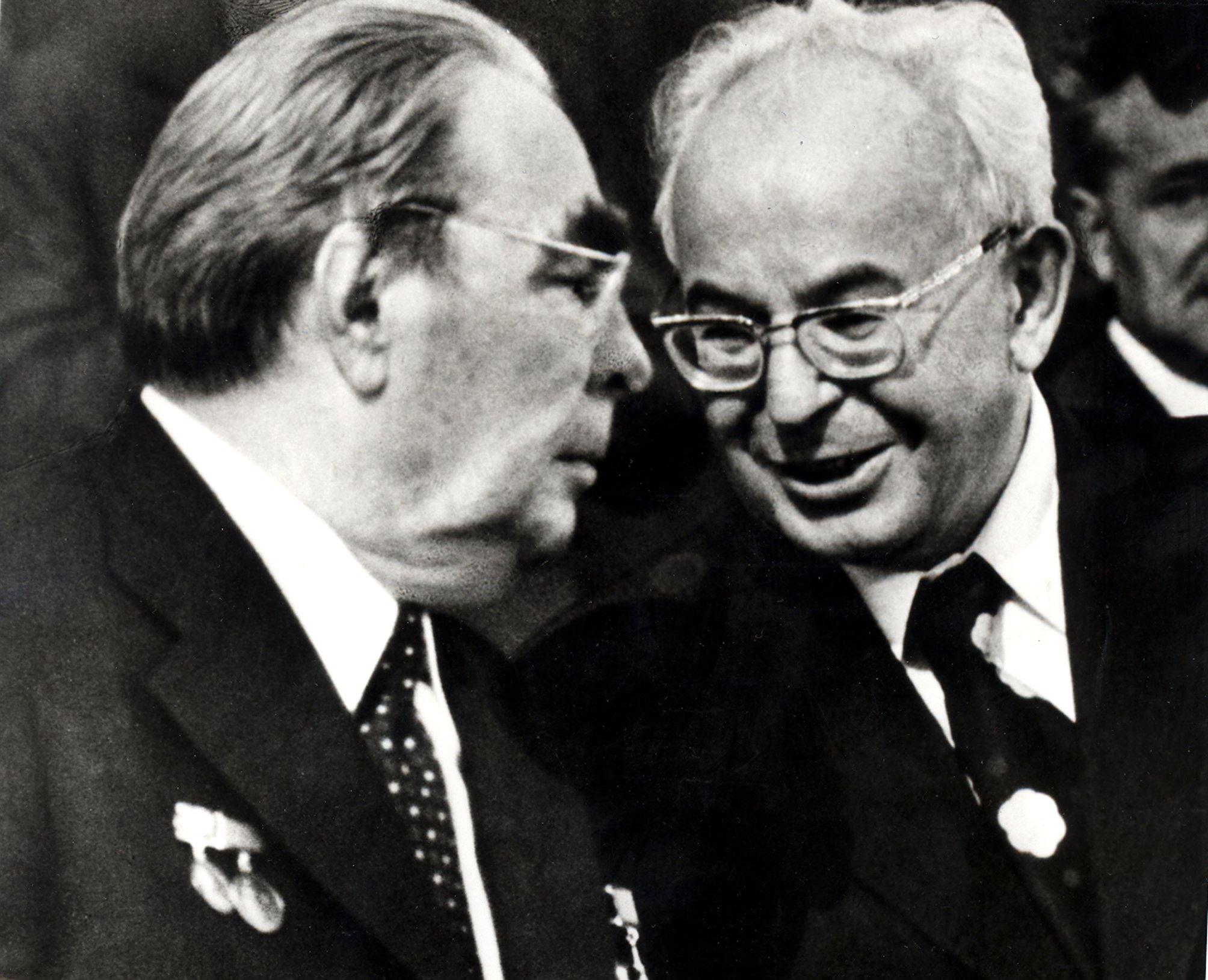 Leonid Brežnev (vľavo) a Gustáv Husák