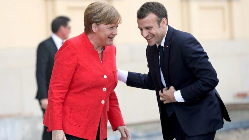 Nemecká kancelárka Angela Merkelová sa stretla s francúzsky prezidentom, aby diskutovali o reformách v EÚ. Berlín, Nemecko, 19. apríl 2018. [EPA-EFE/FELIPE TRUEBA